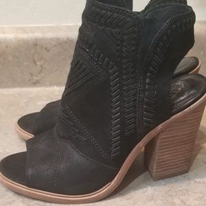 Vince Camuto Bootie Size 6